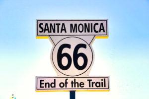 Cartel que marca el final de la Ruta 66