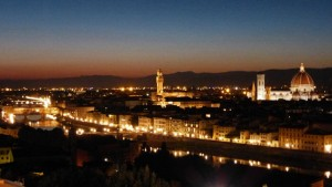 Vistas nocturna de Florencia desde la Plaza Michelangelo, plazas de Florencia