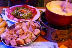 Fondue de queso suizo, una de las delicias de la gastronomía de Gruyeres