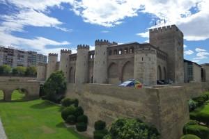Foso rodeando el Palacio de la Aljafería de Zaragoza