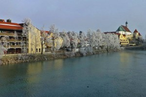 Río Lech a su paso por Füssen, acoge una popular celebración cada Año Nuevo