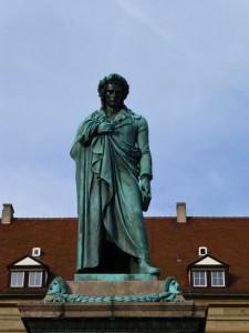 Estatua de Friedrich Schiller en Schillerplatz