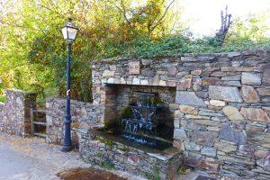 Fuente del Corcho, punto de inicio de una de las rutas por La Hiruela