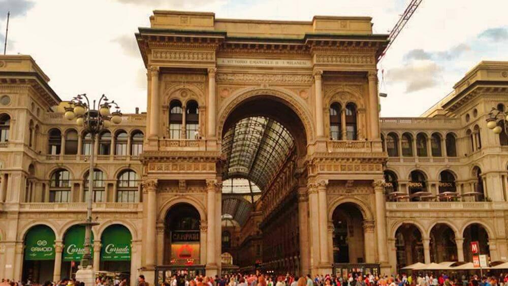 Entrada a la Galería Vittorio Emanuele II de Milán