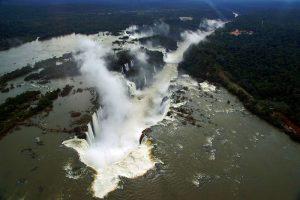 Vista área de la Garganta del Diablo en las Cataratas de Iguazú