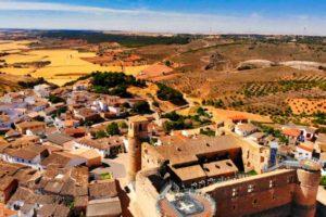 Guía de turismo completa para visitar Castillo de Garcimuñoz, qué ver, historia, fiestas, gastronomía y cómo llegar