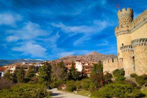 Manzanares el Real a los pies del Castillo de los Mendoza
