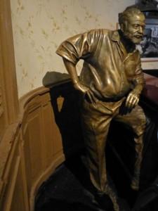 Estatua de Hemingway en El Floridita de La Habana