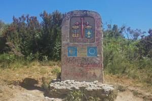 Hito que señala el inicio del Camino de Santiago en Galicia, historia de Santiago de Compostela