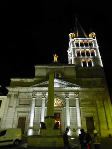 Vista nocturna de Notre Dame de Liesse