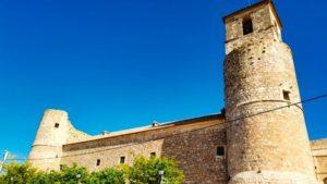 Iglesia de San Juan Bautista integrada en el castillo
