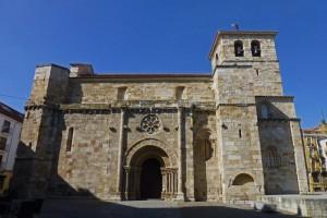 La Iglesia de San Juan Bautista se alza imponente en plena Plaza Mayor de Zamora