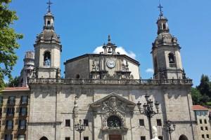 Detalles del exterior de la Iglesia de San Nicolás, edificios religiosos de Bilbao