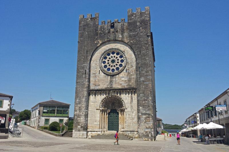 Iglesia de San Nicolás o San Juan en Portomarín, qué ver en la Ribeira Sacra
