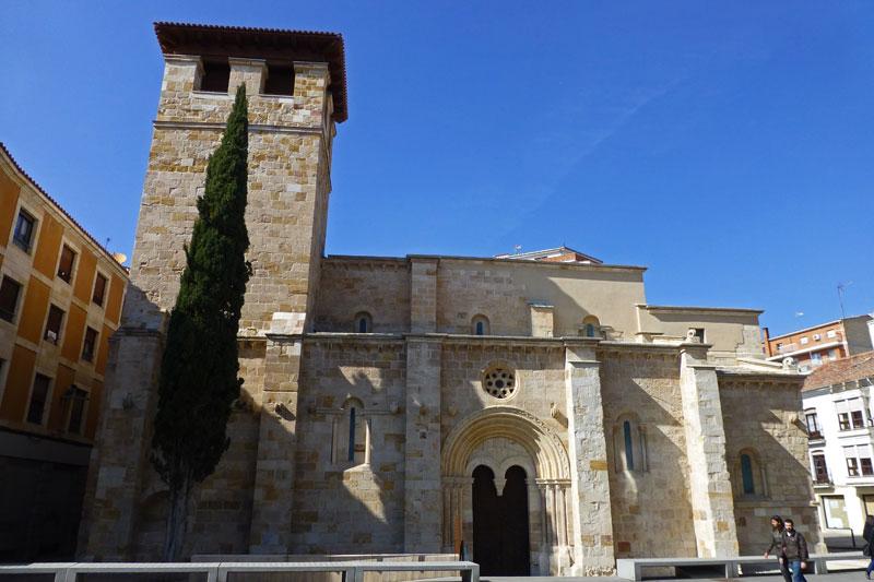 Iglesia de Santiago del Burgo, parte de la Ruta del Románico de Zamora