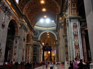 Interior de la Basílica de San Pedro en el Vaticano