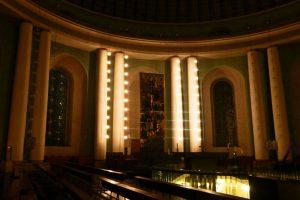 Interior de la Catedral de Santa Eduvigis en Berlín