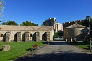 Pabellón de Mixtos y Horno de la Ciudadela de Pamplona, muralla de Pamplona