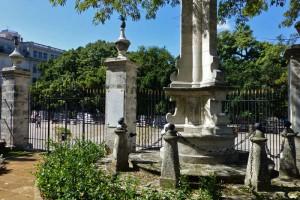 Columna de Cagigal en los jardines de El Templete de La Habana