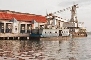 Lanchita de Regla en el Muelle Santa Cruz, una de las formas más curiosas de moverse por La Habana