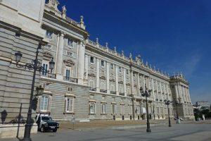 Fachada lateral del Palacio Real de Madrid con vistas a la Plaza de Oriente