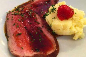 Magret de pato, uno de los platos más típicos de la gastronomía de París
