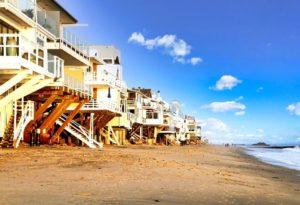 Casas a orillas de la playa de Malibú