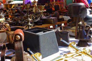 Mercado de utensilios y antigüedades en Orense