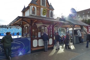 Pista de Patinaje en Schlossplatz, parte del Mercado de Navidad de Suttgart