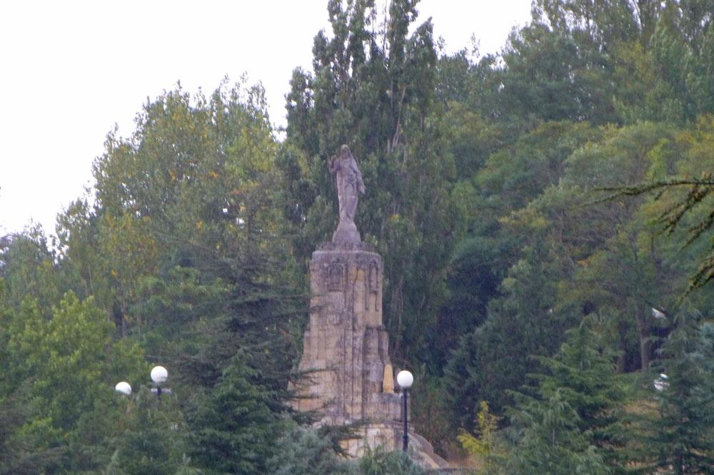 Estatua en el mirador del Parque del Castillo de Soria