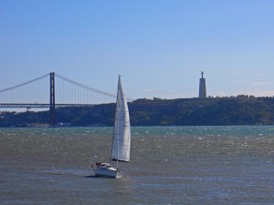 Mirador del Cristo Rey junto al Puente 25 de Abril