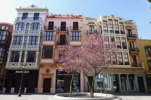 Casa de Norberto Macho a la derecha y Edificio de las Cariátides a la izquierda, ruta del modernismo de zamora