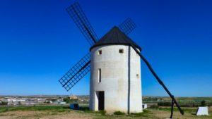 Molino de viento en Tembleque, conocido como la Puerta de La Mancha