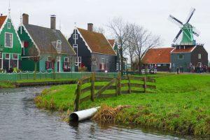 Casas tradicionales alrededor de los molinos de Zaanse Schans