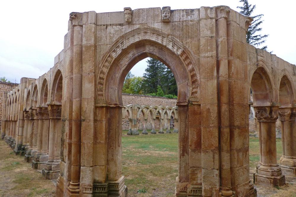 Claustro de Monasterio de San Juan de Duero en Soria
