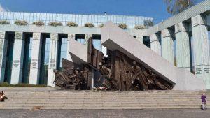 Parte superior del Monumento al Alzamiento de Varsovia
