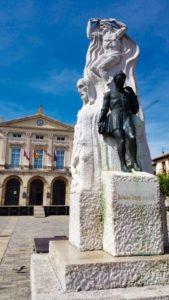 Monumento a Alonso Berruguete, obra de Victorio Machado