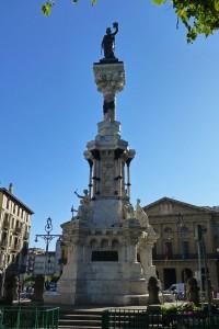 Monumento a los Fueros de Navarra en el Paseo de Sarasate, plazas de Pamplona