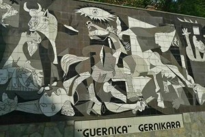 Mural en Guernica, copia del famoso cuadro de Pablo Picasso