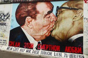 Bruderkiss, uno de las murales más famosos de East Side Gallery