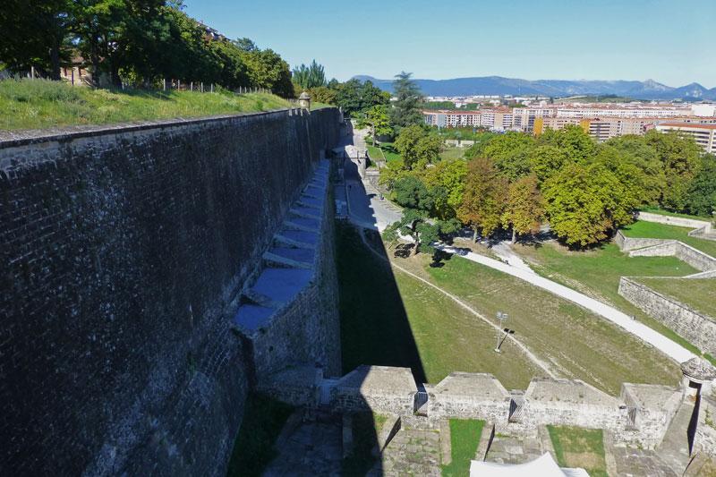 Muralla de Pamplona rodeando el casco histórico de la ciudad