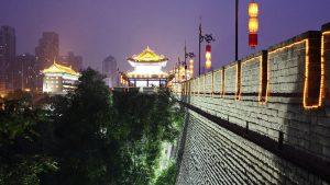 Vista nocturna de la Muralla de Xian