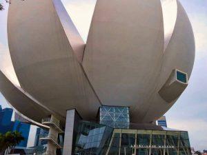 Museo de Arte y Ciencia en el complejo turístico Marina Bay Sands