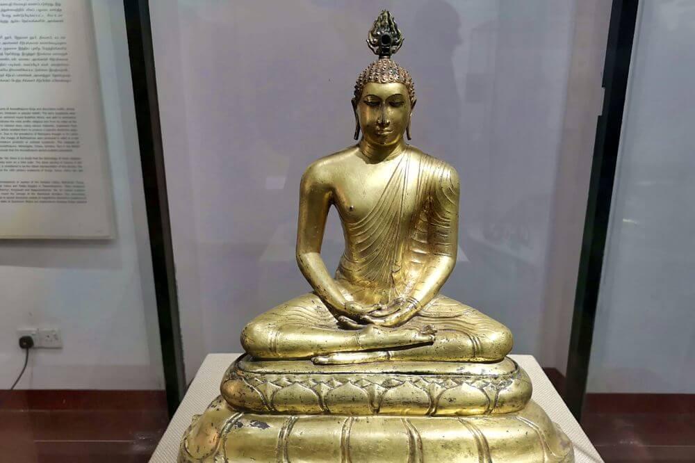 Escultura budista en el Museo Nacional de Colombo, Museos de Colombo
