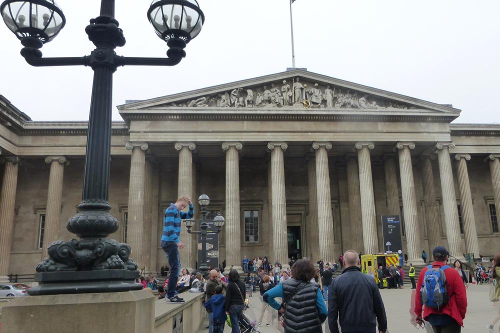 Entrada al Museo Británico en Londres
