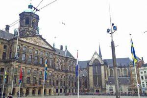 Nieuwe Kerk o Iglesia Nueva junto al Palacio Real de Ámsterdam