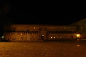Vista nocturna del Hospital de los Reyes Católicos, actual Parador de Turismo