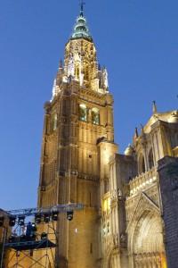Vista nocturna de la Torre de la Campana de la Catedral de Toledo