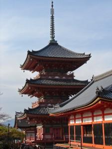 Pagoda Sanjuno-do en el Kiyomisudera