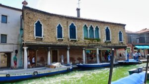Palacete de Murano a orillas de un canal